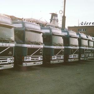 vor dem gebäude der Tirrenia Reederei