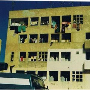 Linke Seite, dritter Balkon von unten, wenn die Wohnung erzählen könnte...