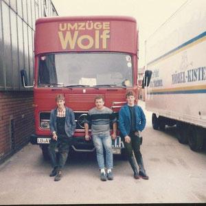 mit Andi und Michael Elser vor dem alten Möbelwagen