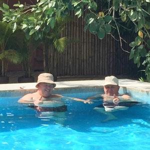 zurück im Hotel - Relaxen im Pool