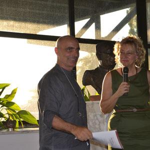 Enzo Cursaro e Giovanna Scarano direttrice del Museo Archeologico di Eboli.