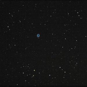M57 o Nebulosa del Anillo 4 Tomas de 7,16,21,25seg. ISO 3200 y 1 Toma 22seg. ISO1600 calibradas y sumadas con DSS y procesadas con PixIsight Canon EOS300D y Newton 310mm F5 sobre EQ6 sin ningun tipo de guiado