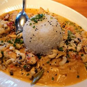 Thai Chicken Curry, glutenfrei, im Restaurant Dahoam in Starnberg, Starnberger See, Bayern