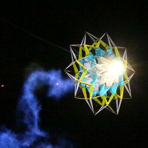 Les cerfs-volants pyrotechniques et lumineux