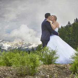 Mariage Portrait de Couple Lac d'Annecy et ses montagnes