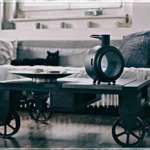 Tisch mit Gussrädern CHF 650.00