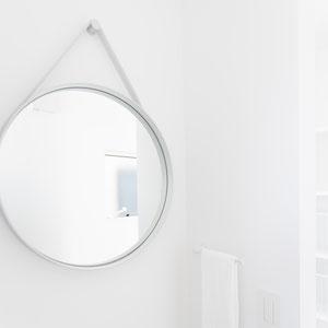 HAY Strap mirror さりげないアクセント