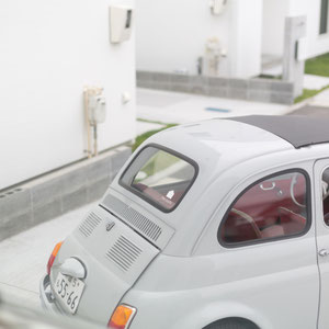 the ouchiに溶け込むグレーのFiat