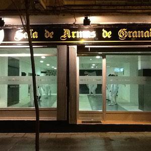 Fachada de la Sala de Armas de Granada en la Avenida América 29 de la ciudad de Granada