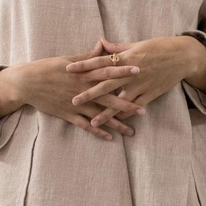 Handgeschmiedeter Schmuck von der Zürcherin Hana Kim.