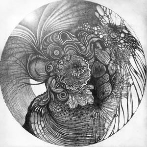 Totem circulaire n2 © F'Chasta - 2019 - Tous droits réservés - crayon papier 2b - 60x60 cm