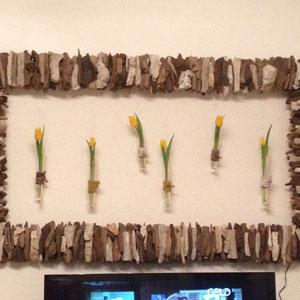 Nach Kundenwunsch gefertigt: maßgefertigter Treibholzrahmen mit indirekter Beleuchtung