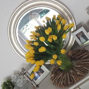 Treibholz Sonne mit gelben Tulpen