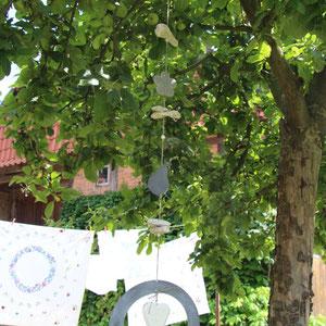 Girlande als Gartendekoration