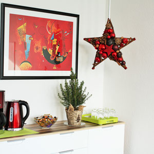 Doppelseitiger Stern als Weihnachtsdekoration in Arztpraxis