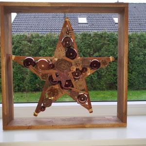 Stern in einer extra angefertigtem, quadratischem Holz Box
