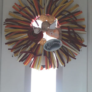 Sonne mit Filz Bändern und Schutzengel an der Haustür - Innenseite