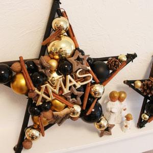 Wand Stern in Gold kombiniert mit Schwarz mit einem XMAS Schild.