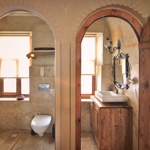 Bathroom at the Castle Inn Hotel in Cappadocia © Sabrina Iovino | JustOneWayTicket.com
