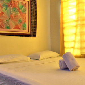 Cozy room in a budget friendly hotel @ Residencia Katrina, El Nido, Palawan, Philippines 2013 © Sabrina Iovino | JustOneWayTicket.com