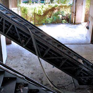 Escalators in the lobby of the Sathorn Unique Building © Sabrina Iovino   JustOneWayTicket.com