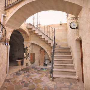 The inner courtyard at the Castle Inn in Cappadocia © Sabrina Iovino | JustOneWayTicket.com