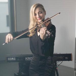 Anja Simone Ruf an der Geige (Firmenevent, Firmenfeier)