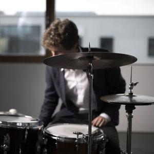 Flurin Mück am Schlagzeug (Band München)
