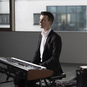 Misha Antonov am Klavier (Band München)