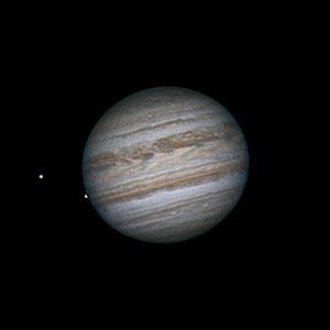 09 juillet 2020 à 23h40 TU. Jupiter avec à sa gauche Europe et Io. Maksutov 180/2700 mm, CMOS ZWO385MC, CDA, barlow 2X, filtre UV/IR cut