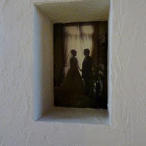 ニッチの奥に結婚式の写真を印刷