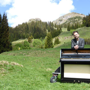 Mobiles Klavier auf der Alm