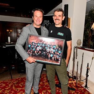 Franz Theurl mit Ralph Denk beim Empfang am Donnerstag im Grand Hotel (Copyright: BORA-hansgrohe/VeloImages)