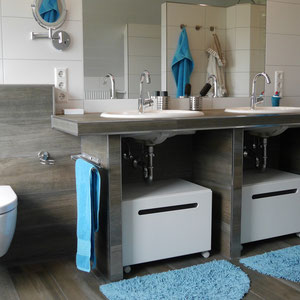 Großzügiges Bad mit gemauertem Waschtisch