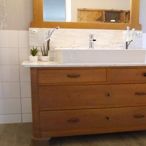 Der alte Waschtisch als Highligt im Bad