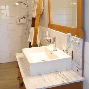 Ein schönes Bad auf kleinstem Raum mit begehbarer Dusche