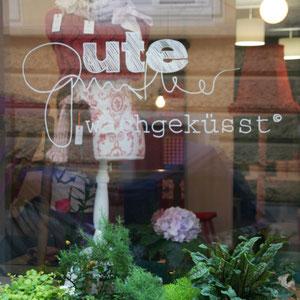 Schaufenster meines Ladens mit Logo