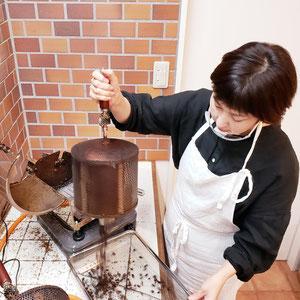 珈琲豆焙煎の様子