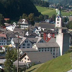 Schwanden um 2004:  1. reformierte Kirche, 2. Pfarrhaus, 3. Hoschethaus, 4. ehemaliges Dorfschulhaus, 5. Gasthaus Sonne, 6. Rothaus, im Vordergrund das Silo der ehemaligen Getreidemühle (Markus Zünd, 2004)