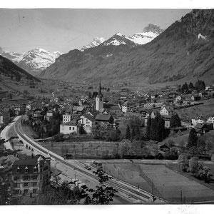 Schwanden um ca 1919 mit neuer Eisenbahnbrücke (Postkarte, zvg von Rueidi Kuchen)