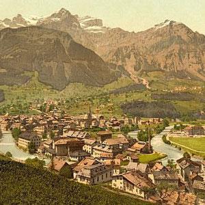 Schwanden um 1890 gegen Westen gesehen. Von vorne nach hinten: Plattenauquartier, Mühle-Fabrik (Slg. Mathias Jenny)