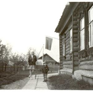 1977г./у школы