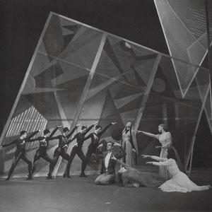 """Szenenfoto aus Walter Furrers Ballettkomposition """"Weg ins Leben"""" von 1939 anlässlich der Uraufführung am Stadttheater Bern von 1952"""