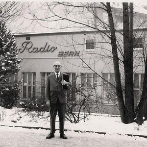 Walter Furrer vor seiner neuen Wirkungsstätte, wo er von 1957-1968 vollamtlich arbeitete