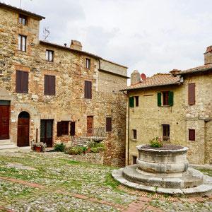 Der kleine Marktplatz von Castiglione d'Orcia