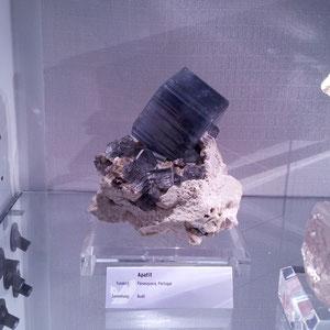Espectacular apatito de 8 cm de las minas de Panasqueira en Portugal. Monográfico 2011