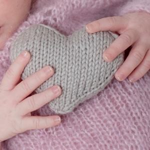 Babyhände Strickherz