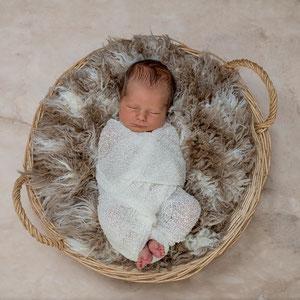 Wraping Babyfotos Neugeborenenfotoshooting