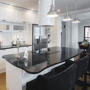 Projekt kuchni glamour w domu jednorodzinnym w Krynicy Zdrój