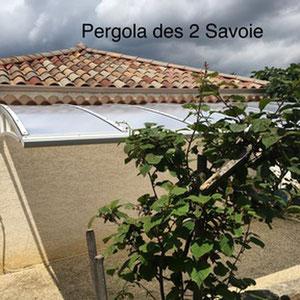 Le Carport avec sa toiture cintrée garantie une grande résistance aux conditions extrêmes en Savoie, Isère et Huate Savoie